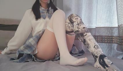 网红少女白桃露露-冰激凌JK少女18P+1V